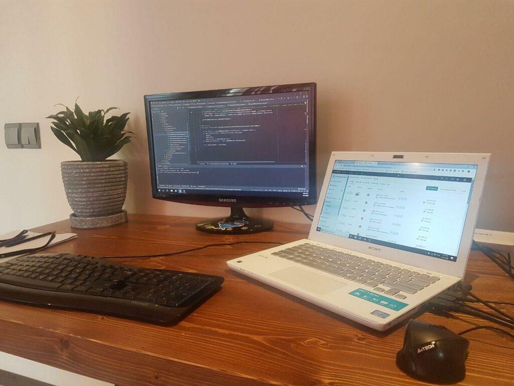 میز کار سیاوش میرزایی؛ برنامه نویس صباسل